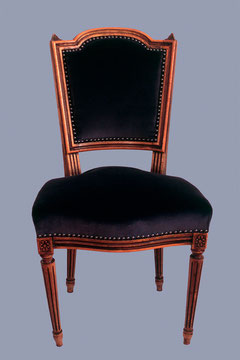 chaise Louis XVI tapissé de velours