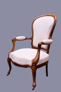 Fauteuil Louis-Philippe recouvett d'un tissu coton et soie