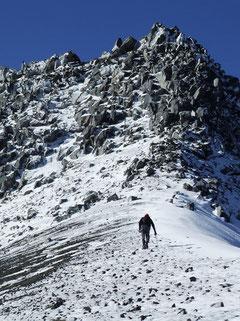 Llegando a la Piramide somital, para enfrentar la última escalada antes de la cumbre del Calbuco fot. a.núñez