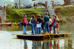 Floß über den Fewa-See