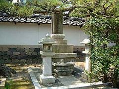 本龍寺にある銭谷五兵衛の墓所