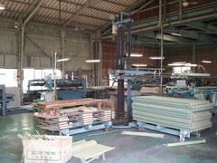 ㈲青木製畳の工場内部です