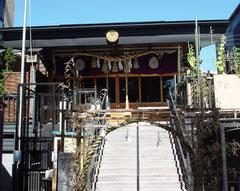 菊名神社の拝殿兼覆殿