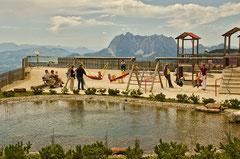 Spielplatz im Triassic Park auf der Steinplatte Waidring