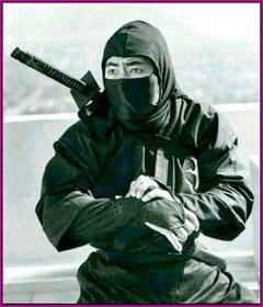 """Imágen actual y mitificada del """"ninja"""" de cine."""