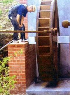 Einbau des Wasserrades
