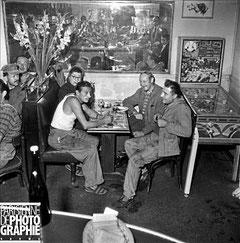 Ouvriers dans un café à Paris en 1958