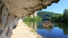 Randonnée sur le chemin de halage.Avec Lot aventure.46.Visite en canoe ou en stand up paddle au bord du Lot.Sculptures,escalade,rando,bateau promenade.Grand site midi-Pyrénees