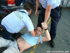 Illegale Festnahme eines Fotoreporters am Rande einer Demo, Zürich, 4. Juli 2008
