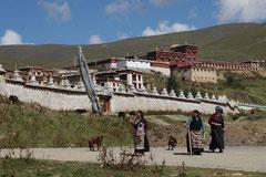 Tibeterinnen bei der täglichen Kora.