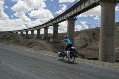 Viadukt der Beijing - Lhasa Eisenbahn.