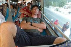 Bequem wie eine Schuhschachtel: Schlafbus.