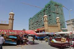 Chinesische Bauwut vs. muslimischer Alltag.