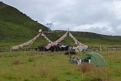 Nachtlager neben traditionellem Yakhaarzelt.