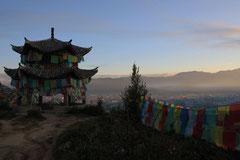 Morgenstimmung beim Kloster über Zhongdian.