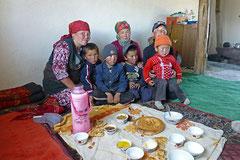 Zmittag bei einer Bauernfamilie.