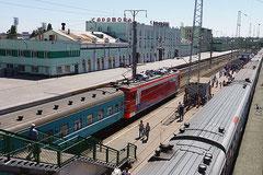 Einfahrt unseres Zuges nach Almaty.