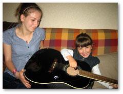 Cours de guitare avec Carla.