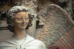 Reims Hauptportal, Lächelnder Engel