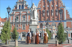 Riga, Folklore vor dem Schwarzhäupterhaus