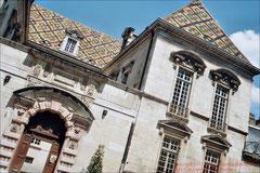 Dijon, Dach aus glasierten Ziegeln