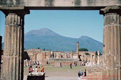 Pompeji (Forum) und der Vesuv