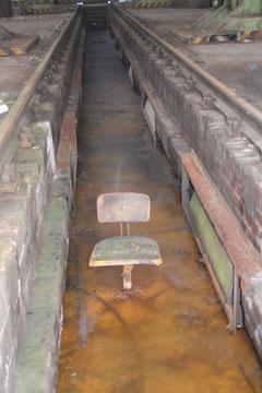 Das Haus 3 im Februar 2011: Stuhl im Eis