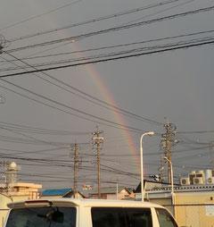 郵便局を出たら見事な虹が…