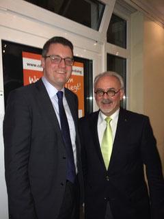 Dr. Tim Grüttemeier und Städteregionsrat Helmut Etschenberg erläuterten beim 5. Bürgerdialog der CDU Stolberg ihre Ideen und nahmen Anregungen der Bürger auf.