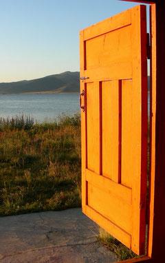 Eine Türe öffnet sich ins Unterbewusste. Hypnose als Zugang zum Unterbewusstsein.