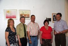 Foto (Andrej Safraider)  von links: Vlada Safraider (ZMO), Bürgermeister Dr. Reiner Austermann, Ortsausschussvorsitzender Carsten Steinmeier, Dr. Valentina Bidlingmeier (ZMO) und Integrationskoordinator Frank Laukamp