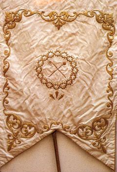 Estandarte bordado en hilo de oro donado por Doña Dolores Baíllo Manso.