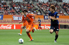 日本代表に選ばれた鈴木大輔選手(左)