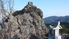 山頂の奥宮と磐境(金鑚神社)