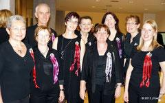 9 SängerInnen vom Kienzlchor bei der Eröffnung des Landlwoche 2013