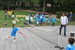 Leider keine dauerhafte Ergänzung unseres Trainerteams - aber ein gerngesehener Tagesgast: Tennis-Profi Benni Becker unterstützte uns bei einem Aktionstag 2009.