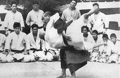 Uki goshi, parJigoro Kano Senseï