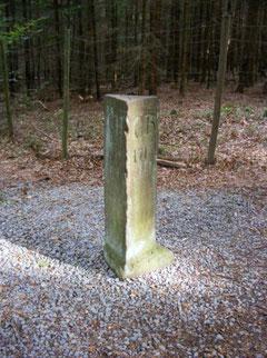 Dreiländer-Stein (1,3 m hoch)