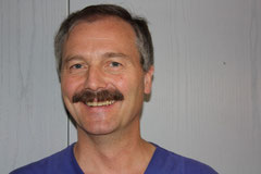 Dr. Ulrich Kessler berät Sie zum Thema Implantate und beantwortet Ihre Fragen.