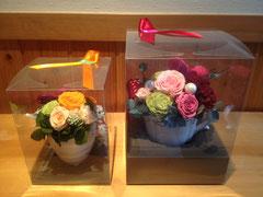 ①薔薇のプチアレンジ②薔薇のティーカップアレンジ