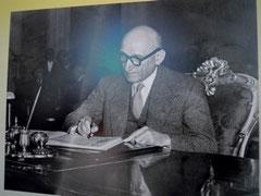 R.Schuman signe le Traité CECA