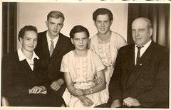 Familie Wieser: (v.l.n.r.) Mutter Barbara, Sohn August, Töchter Friedericke und Seraphine, Vater Otto