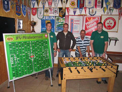 von links: Andreas Hoppe (JFV), Jens Timmermann (Jugendobmann TuS Stemwede),  Detlef Wick (Leiter Sportlerheim), Holger Hilgemeier (JFV)