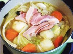 ベーコンとキャベツのスープ煮