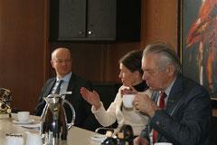 Auch Frank Pinnow (links) lauschte gespannt den Ausführungen von Frau Winters-Schulz-Hardt