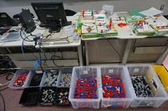 製作に使うブロックのパーツや色ケント紙など