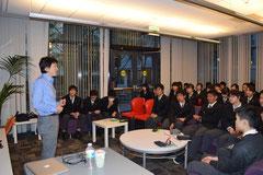 (写真4)高校生に講演