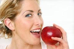Was tun bei Zahnfleischbluten, Zahnfleischentzündung und Zahnfleischschmerzen? (© mbrowe - iStockPhoto.com)
