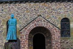 Statue de l'abbé Gillard.