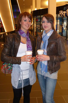 Junioren Eistänzerinnen jenseits des Eises: Dominique Dieck (ERC) und Kathi Häuser